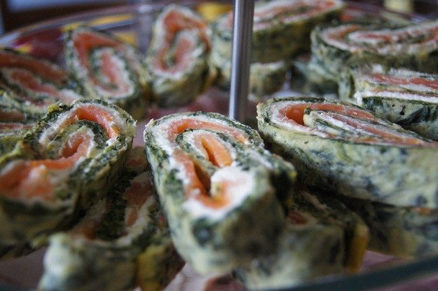 Low-Carb-Lach-Spinat-Rolle