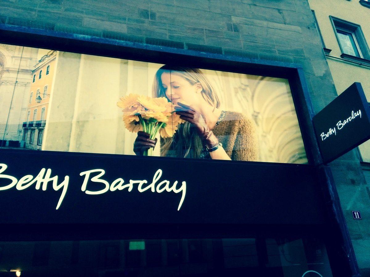 Tag 304/2016: Frauen mit Blumenallergie