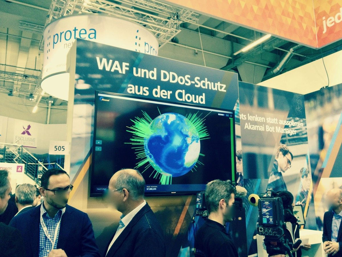 Foto eines Messestands von Akamai auf der IT-Security Messe it-sa in Nürnberg
